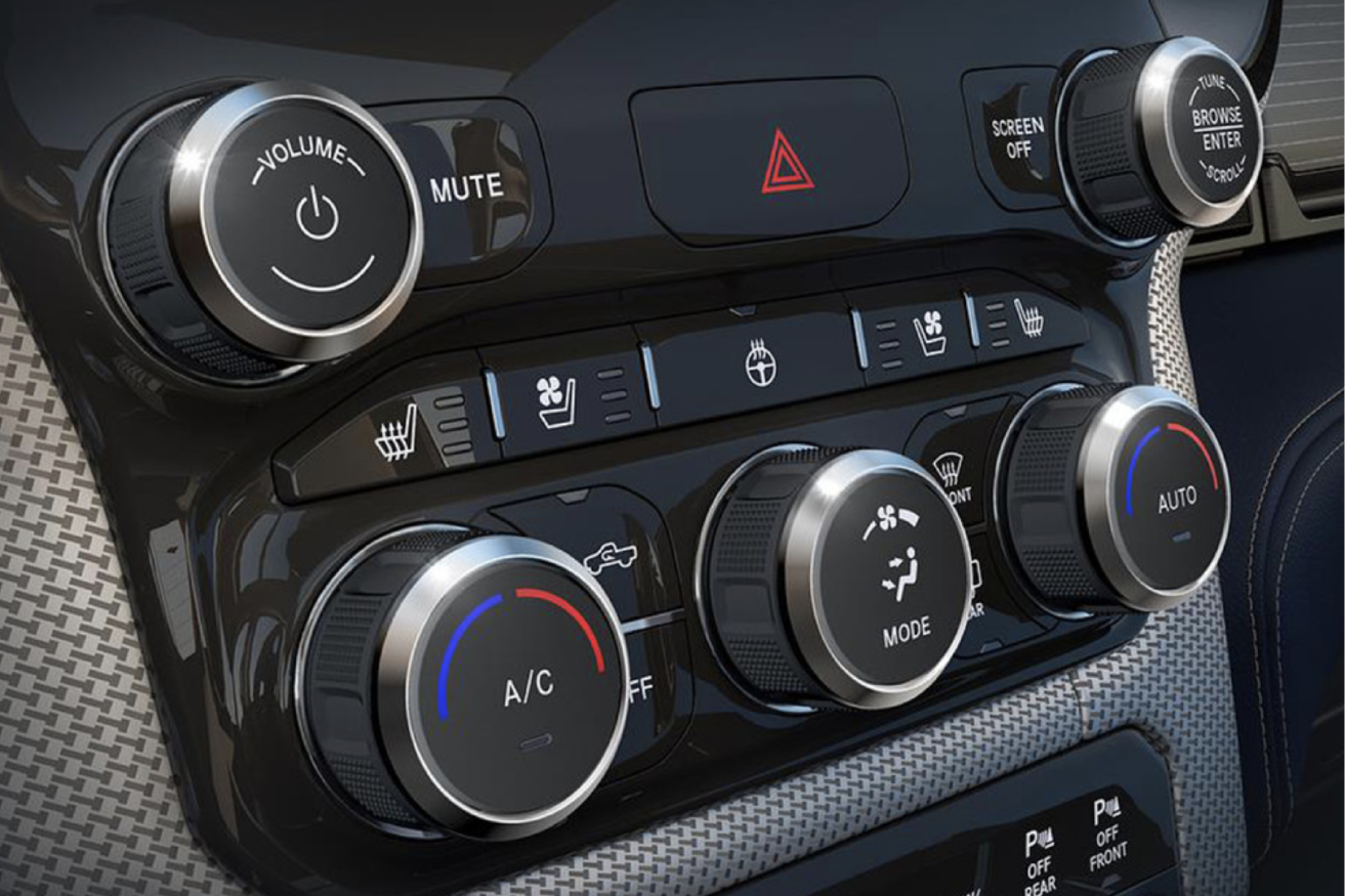 Ram_1500_Interior-features_DUAL_ZONE_TEMPERATURE_CONTROL